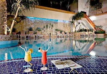 RENAISSANCE - Pool