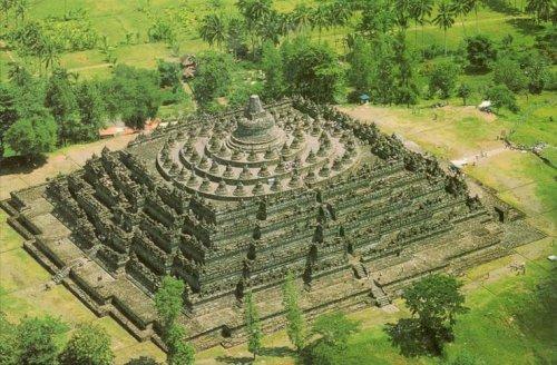 Borobudur met paard en wagen