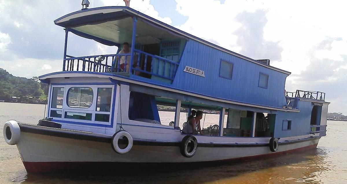Mahakam houseboat