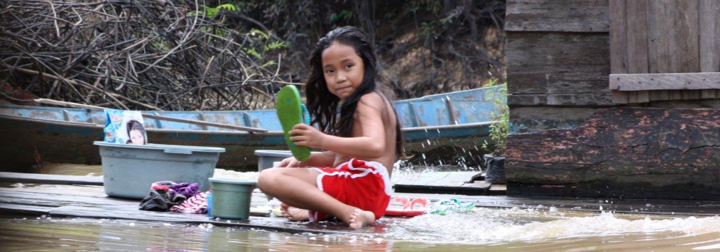 Mahakam riverlife